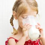 Отказ от молочных продуктов грозит дефицитом витамина D у детей